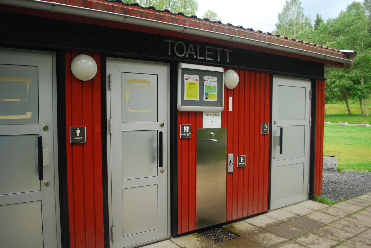 Fint og nytt HC-toalett, men enkel adkomst.