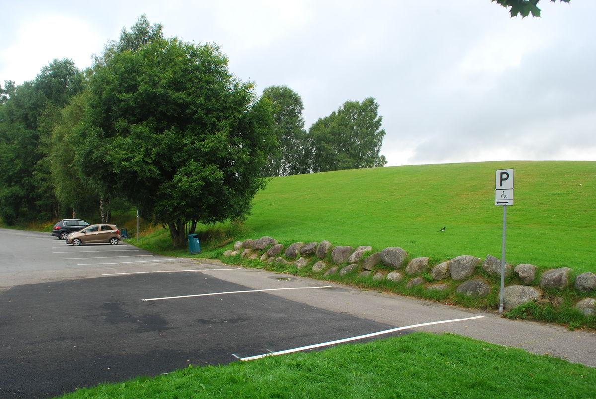Det er stor p-plass med flere HC-parkeringsplasser ved Nordbytjernet.