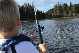 Lykke er det når fisken biter - Foto: Kirsten Hegge