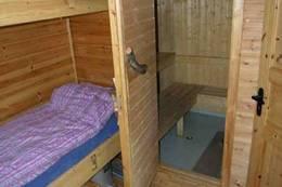 Gang med soveplass og badstue på lillehytta  - Foto: Trond Løkke