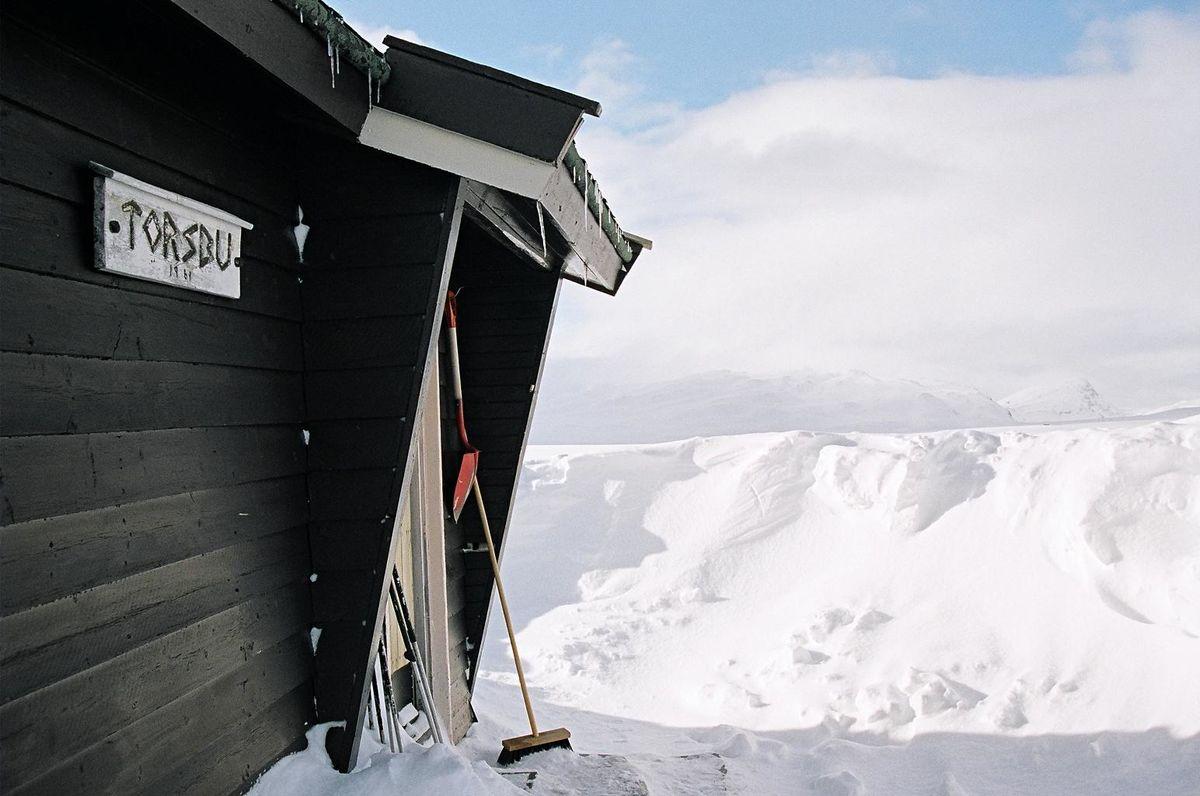 Inngangspartiet til hytta