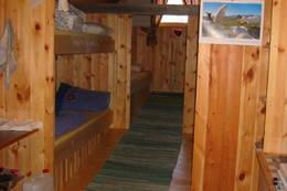 Inne i hytta - Foto: Asbjørn Stave
