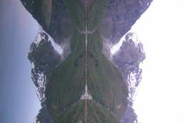 Bondhusbreen speiler seg i Bondhusvatnet - Foto: Bergen Turlag