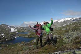 To lykkelige gutter på det høyeste punktet mellom Sognefjellshytta og Nørstedalsseter. - Foto: Ukjent