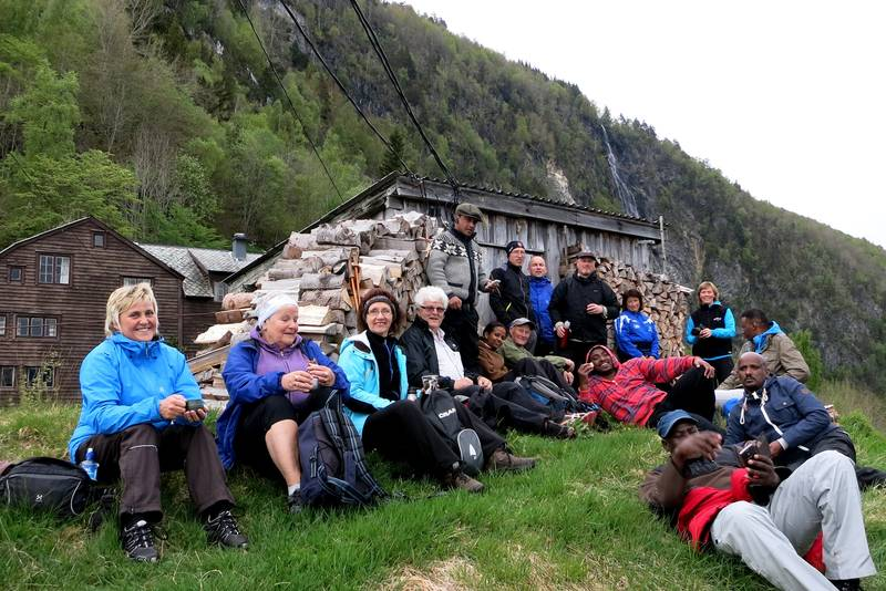 Matpause på Åsane. SFE, MNT og Røde Kors samarbeider om turane