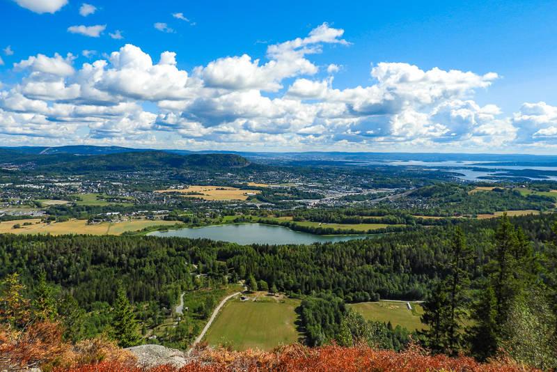 Utsikten fra Ramsås mot Kolsåstoppene.