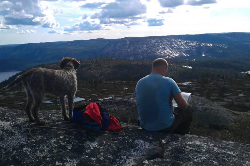 På toppen av Nasefjell, rett overfor Hengeltjørn