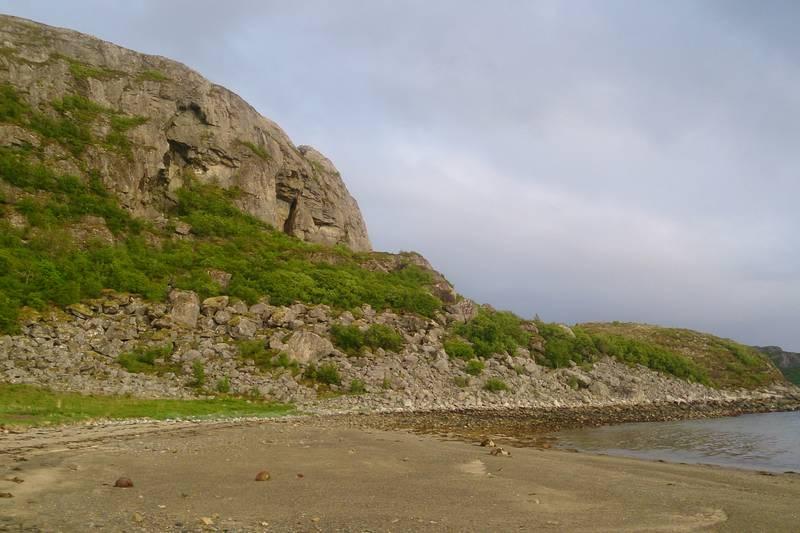 Estenvikhallin er godt skjult i Sørfjellet