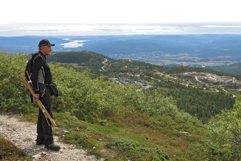 Utsikt fra Krintofjellet mot Jønnbu og Bø sentrum bak