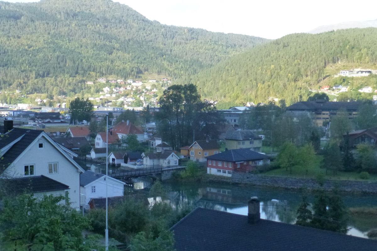 Utsikt over bebyggelsen i Stryn.