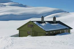 Selhamarhytten ligger godt tilrette for fine skiturer. -  Foto: Torill Refsdal Aase
