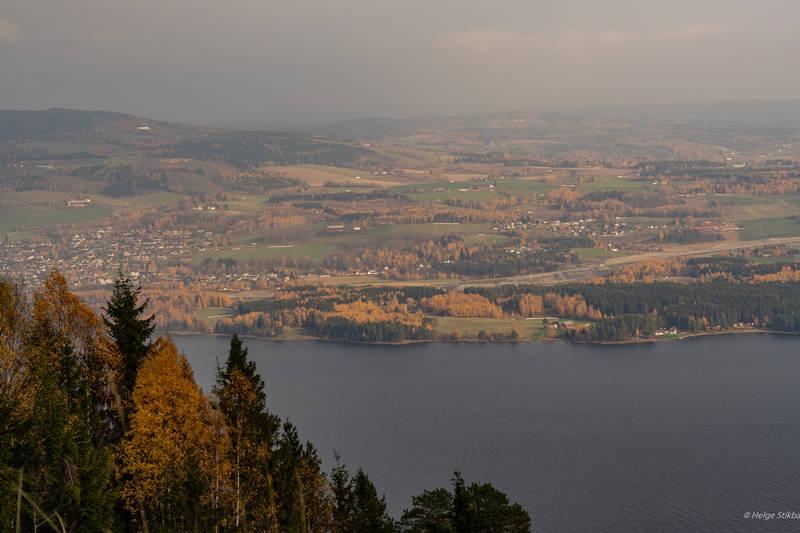 Utsikt mot Brumunddal på høsten