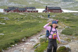 Endelig nesten fremme på Krækkja! Sara 51/2 år er veldig fornøyd!  - Foto: Jannicke S E Hansen