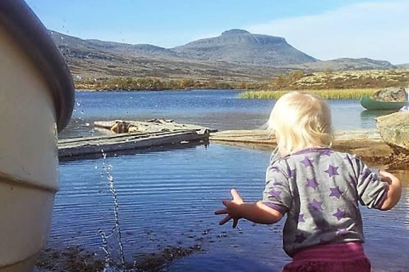 Leking ved vann eller fiske er perfekt for barn
