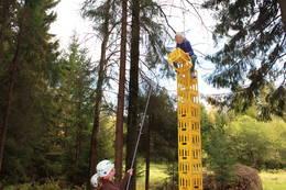 Kassestabling utfordrer balanse, koordinasjon og høydeskrekken. - Foto: Gøril Aasen Slinde