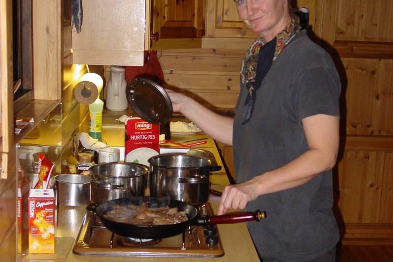 Kjøkkenkroken har alt man trenger for å lage en god middag