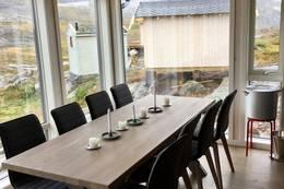 Stort spisebord med plass til 8-10 stk. - Foto: Kristian Jakobsen