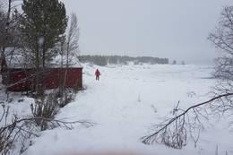 Nede ved nausta og på tur videre til venstre til odden - Foto: Kjell Fredriksen