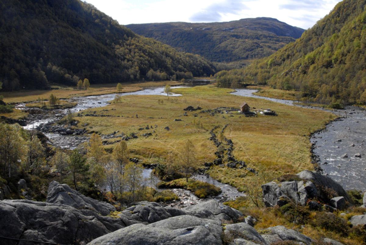På sletta lå den gamle fjellgarden Kvitlen