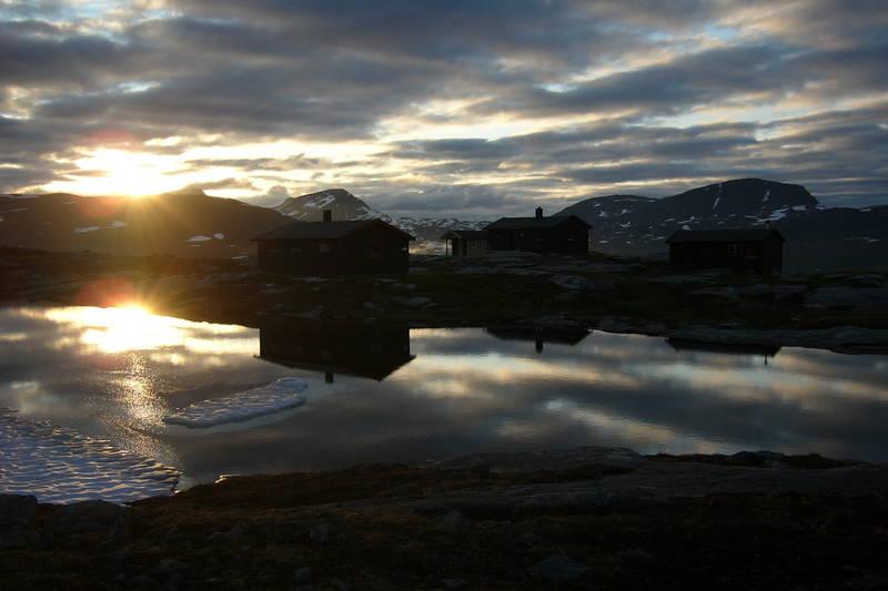 Midnatt ved Gappohyttene i Troms. 26. juni 2011.