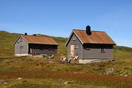 Sommer ved Vending turisthytte i Bergsdalsfjellene - Foto: Karl H. Olsen