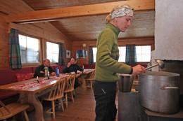 Hyttevakt Heide Tjøm ved Olavsbu - Foto: Eva Cecilie Simensen
