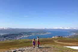 Nydelig utsikt på vei oppover! Tromsøya og Kvaløya i bakgrunnen - Foto: Anne Sofie Bentzen