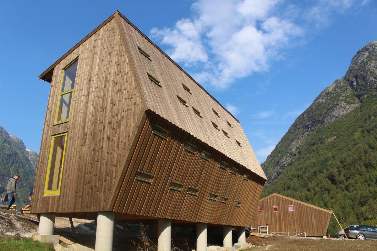 Utradisjonell og tradisjonell arkitektur møtes i Tungestølen turisthytte