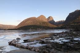 Heiahornet 776 moh Strand høyeste fjeltopp. Venstre i bilde ser du Småsilhornet som er ein flott alpin topp -  Foto: Per Henriksen