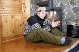 Lunt og godt foran ovnen på Patchellhytta - Foto: Ukjent