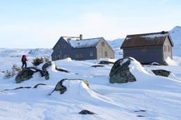 Etter lang skitur fra Garen, er det godt å komme frem til Hadlaskard. - Foto: Karl H. Olsen