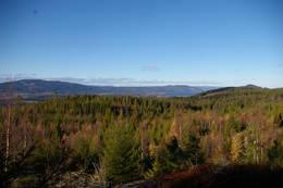 Mot nord ser du Mistberget, Feiring og Ninabben, med et gløtt av Mjøsa  -  Foto: Dag Olav Brækkan