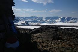 Arasborvarri- utsikt mot sørvest. Baksiden av Storhaugen og Sorbmegaisa. - Foto: Rune Benonisen