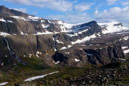 Nedre Vasskaret Risebøra 1233 moh til høgre på bilde. - Foto: Svenn-Petter Kjerpeset.