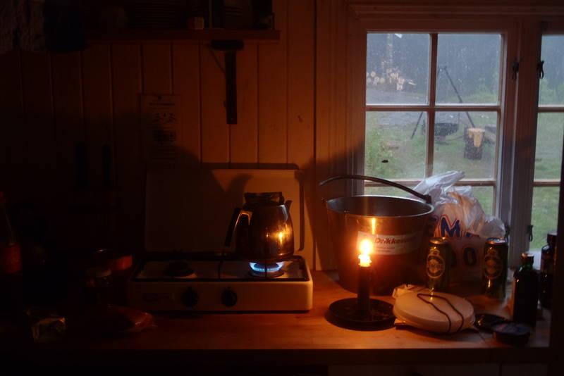 Kaffekoking på kjøkkenet på Lille tømtehytta 22.05.11