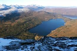 Fra toppen av tinden og ned Sagvassdalen - Foto: Kjell Fredriksen