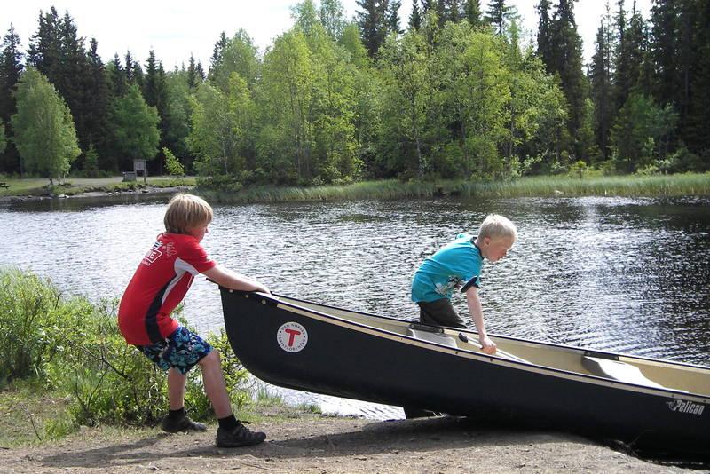Kanoer er tilgjengelig ved Krokbua