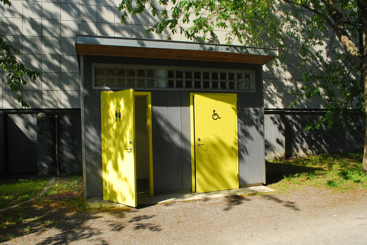 Nytt og fint toalettanlegg med HC-toalett nedenfor Henie Onstad kunstsenter.
