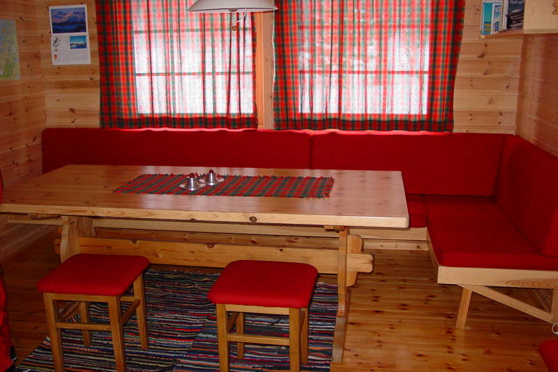 Interiør i Annekset, den minste hytta, hvor det er 9 sengeplasser