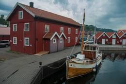 Ødegårdbua ligger midt i havna i Holmestrand. -  Foto: Oslofjorden Friluftsråd