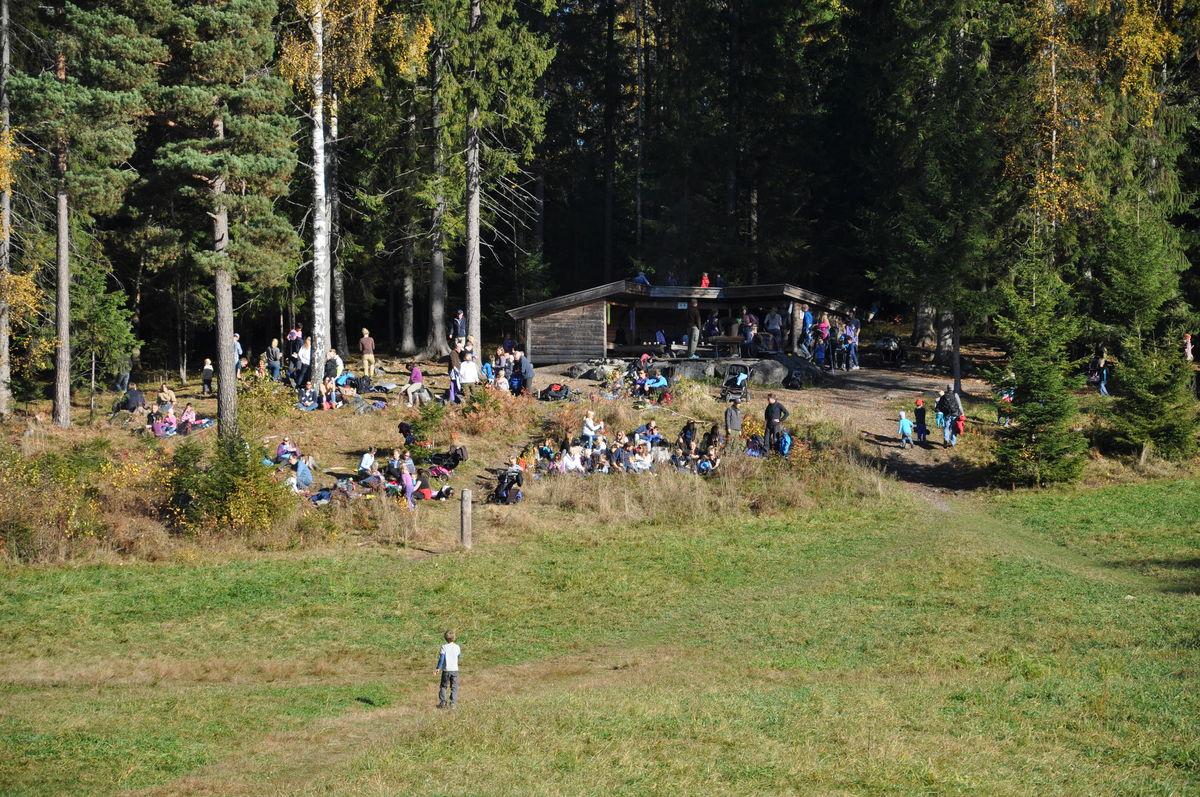 Gapahuken har soveplass til 20 personer.