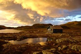 Solnedgang med Melands Grønahei  -  Foto: Håkon Aslaksen