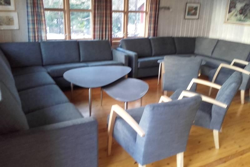 Egnet for mange å sitte sammen i stua