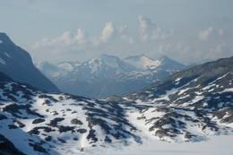 Dette er utsikten fra doen på Danskehytta. Trollkyrkja og Muldalsegga. - Foto: Åsmund Steen