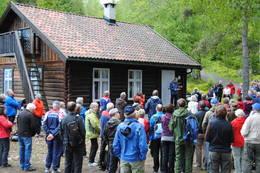 Folksomt under åpningen av Koboltkoia - Foto: Drammens og Oplands Turistforening