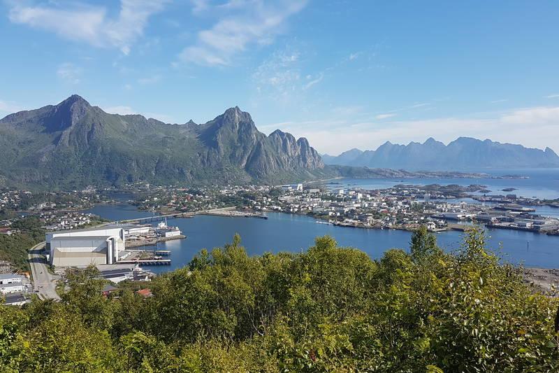 Utsikt over Svolvær fra Tjeldbergaksla