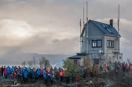 Maistua under folkfesten i forbindelse med åpningen etter at Eventyrlig Oppussing var ferdig med tv-innspillinga. - Foto: Raymond Knudsen