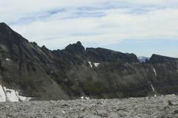 Trolla panorama: Nordre Trolla, Store Trolla og Søre Trolla,Pinakkelskar og Hoåsnebba. -  Foto: Trond Børsting