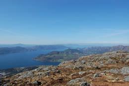 Utsikt frå toppen av Sætrafjellet, nordover mot Vikebygd - Foto: Roald Årvik