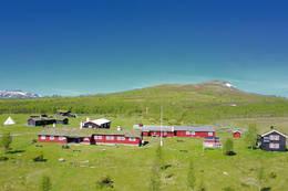 Storerikvollen med Blåkkåkleppem bak - Foto: Jonny Remmereit